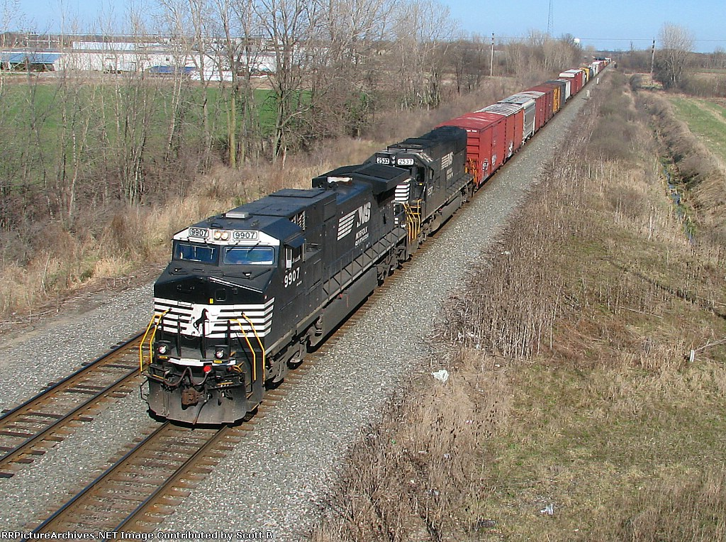NS 9907 NS 11M slows for 2 wb intermodels to go by